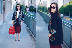 Andreea Birsan - Polaroid Sunglasses, H&M Embellished Jacket, Zara White Tshirt, Bershka Burgundy Culottes, Il Passo Gold Metallic Shoes, Jolly Chic Red Backpack - Culottes: how to look cool wearing the trend