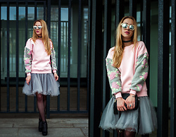 Anna Pogribnyak - L'carvari Bag, Romwe Sweatshirt, Zerouv Sunglasses, Paul Hewitt Bracelet - Pink sweatshirt and ballerina skirt