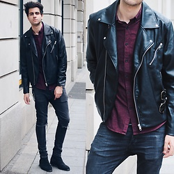 James Adams - H&M Black Leather Jacket, Farah Maroon Shirt, Ray Ban Black Gold Ray Ban Clubmaster Sunglasses, H&M Black Ripped Jeans, These Glory Days Black Chelsea Boots, Daniel Wellington Brown Rosegold Watch - Street style in the city. //