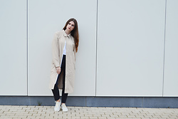 Sofie Rome - Rains Rain Coat, Zara Navy Pants, Onitsuka Tiger Chalk Sneakers - Rains coat