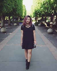 Joanknee C. - Missguided Swing Dress, Steve Madden Black Boots - Basic Black