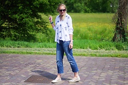 Annora - Yesstyle Blouse, Ltb Cropped Jeans, La Strada Espadrilles - Stars And Espadrilles