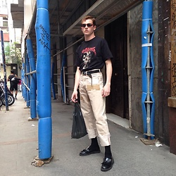 Jesús Lafuente - Vetements T Shirt, Pepe Pérez Jeans, Local Shop Shoes, Vintage Sunglasses, Recycle Bag - Yesterday at Vogue party