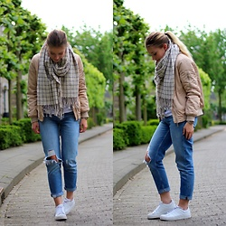 Britt Van den Elzen - Monki Scarf, Funny Fashion Bomber, H&M Jeans, Adidas Shoes - Nude bomber and ripped jeans