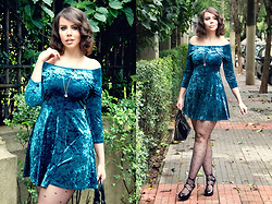 Joyce Nunes - Forever 21 Teal Velvet Dress, Renner Heart Tights, Melissa Three Straps Elevated - Wet Velvet