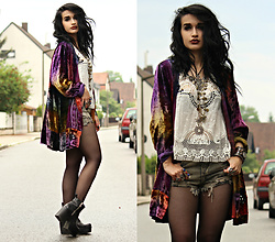 Tessa Diamondly - Vintage Velvet Jacket, Romwe Crochet Top - Velvet Goldmine.