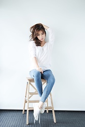 Wiyona Yeung - Vivaladiva Fashion Top, Vivaladiva Fashion Jeans, Superga Sneaker - Simple is beautiful.
