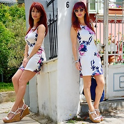 Redhead Illusion by Menia - Dresslink Sleeveless Flolar Dress, Nine West Bag, Juicy Couture Wedges - Flower explosion!