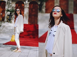 Andreea Birsan - Tshirt, Mango Cream Blazer, Mango White Distressed Cropped Flared Jeans, Aldo Gold Metallic Flat Mules, Hermès Yellow Kelly Bag, Christian Dior So Real Sunglasses - How to make a 5$ tshirt look expensive