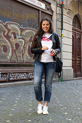 Joana Sá - Mango Leather Jacket, Levi's® T Shirt, Parfois Bag, Zara Jeans, Adidas Superstar - Levi's