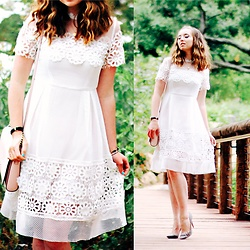 The Indie Girl Fleming - Vipme White Cut Out Yolk Dress - Lily White