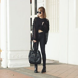 Agnes Low -  - All black♠️