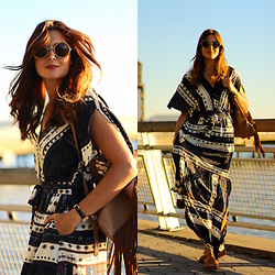 Marianela Yanes - The Fab Glasses Sunglasses, Sheinside Dress, Panama Jack Sandals - Hudson River