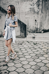 Raquel Cañas - Only Denim Jacket, Siman Platforms - Minimal in denim
