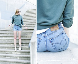 Katarina Vidd - All On My Blog, Levi's® Shorts - Kanye green.