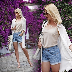Daria Darenia - H&M Long Shirt, Levi's® Denim Shorts, Zaxy Sandals - Summer Look