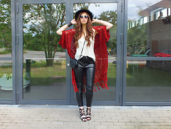 OH ANNE (BLOGGER) - H&M Crochet Cardigan, H&M Leather Pu Pants, Tamaris Ghillie Sandals, H&M Statement Bag - FEDORA, COACHELLA CROCHET CARDIGAN & HEART SUNGLASSES