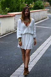 Anne-Gaëlle Denay -  - White dress and camel accessories