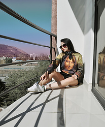 Clara Campelo - Mr. Gugu & Miss Go Sweater, Nike Sneaker, Zerouv Sunnies - Gioconda
