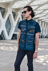 Bart Merks - Vintage Shirt, Urban Outfitters Black Sunglasses, Vintage Rings, Levi's® 510 Skinny Jeans - The airport life of Marrakech.