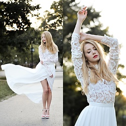 Vivienn Nagy - Chicwish Dress - Fairytale - www.fiftypairsofshoes.com