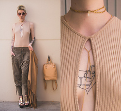 BEHINDHERMASK - Cream Nanna Stoffhose Khaki, Missguided Top Camel, Tata Italia Plateau Sandals, Mint & Berry Backpack Nude - Nude tones