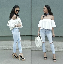 Indyra Divine - Zara Off The Shoulder Top, Forever 21 Ripped Skinny Jeans, Primark Backpack - The 1975 - >Somebody Else<