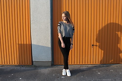 Andrea Ferencz - Pimkie Shoes, Bershka Jeans, H&M Blouse - Minimalist with orange