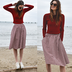 Elle-May Leckenby - Red Fitted Pullover, College Style Check Midi, Triwa Havana Olivia Sunglasses - Ocean music