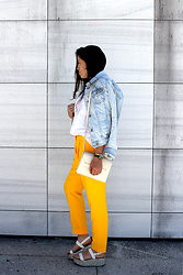 Joana Sá - Zara Denim Jacket, Zara T Shirt, Mango Envelop Bag, Nixon Watch, Zara Pants, Zara Sandals - Amor