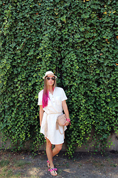 Mary Ryabich - Terranova Hat, Linen Dress, H&M Belt, New Look Tassel Sandals, River Island Purse - White linen dress