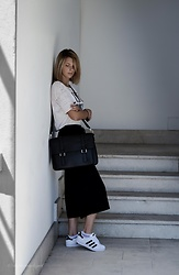 Michela The Photoholic Girl - Pull & Bear T Shirt, Picard Leather Bag, Adidas Sneakers, Stradivarius Culottes - Culottes