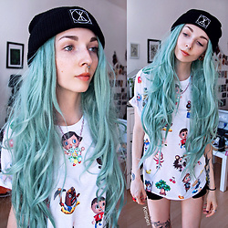 Kimi Peri - Long Clothing Logo Beanie, Octopug Custom Isabelle Necklace, No Face Neko Animal Crossing Tee, H&M Black Shorts - Wild World