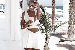 Krist Elle - Yoins White Set Crop Top And Shorts, Clic Clac Sunglasses Mirrores, Gold Soul.La White Flower Henna Iphone Case, Ringsandtings Square Bracelets - Summer shorts and top set