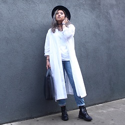 Ingrid Siadari - Urban Outfitters Luke Lace Up, Uniqlo Long Dress Shirt, Forever 21 Boyfriend Jeans, Aldo Fedora - INTHEGRIDS.COM