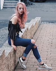 Laura Simon - Poppy Lovers Black Stripes, Asos Silver Belt, Dr. Denim Blue Ripped Jeans, Zara Metallic Silver - Metallic Saturdays