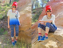 Laura Dambremont - Uniqlo Pants, Uniqlo T Shirt, Adidas Shoes - Red lights and blue skies