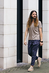 Maik - Wool & Co. T Shirt, Eduardo Rivera Trousers, Diesel Shoes - Everyday-look with muted colours