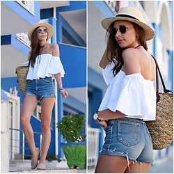 Justyna H -  - Off shoulder top