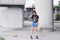 Ruth J. - Twinkledeals Suede Baseball Cap, Selena Revival Merch Skull Tee, Hm Leather Boots - SELENA x REVIVAL