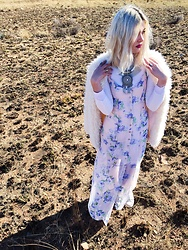 Alexandra Harrison - Cotton On Pastel Pink Floral Dress, Lovisa Silver Neckpieces, Mr Price White Polo Beck - Winter lights