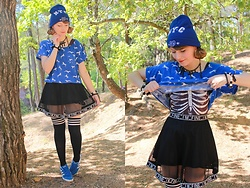 Laura Dambremont - H&M Shirt, Spinns Skirt, Spinns Socks, Adidas Shoes - Vivid skeleton