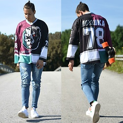 Lukas L. -  - Hockey Jersey w/ Destroyed Jeans