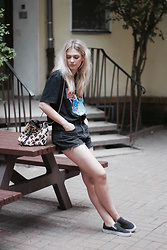 Marie J. - Reclaimed Vintage Band Shirt, Mango Leo Bag, Vans Slip Ons, Levi's® Denim Short - David Bowie and a Hangover