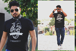 Pepe Vela - Bershka Shoes, Pull & Bear Jeans, Lord Barracuda No Blood For Mercy, Ray Ban Shades - Black summer