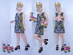 Suzi West - Npw Queen For The Day Inflatable Crown, Suzi West Model Barbie Hand Earrings, Nicole Miller Shift Dress, Bee Fly 1990s Chunky Heel Platform Sandals - 02 August 2016