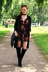 Jana W - Forever 21 Dress With Flowers, New Look Bag With Fringes, Stella Mccartney Sunglasses - Almost Feels Like Fall