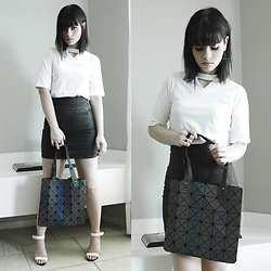 Lidia Zuin - Sammydress Geometric Bag, Sammydress White Top, Triton Wet Jeans High Waist Skirt - Suffocate