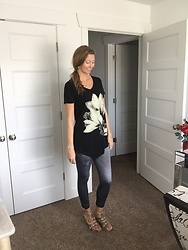 Cindy Batchelor - Laskmi Floral Tunic Top - Cute floral tunic top and denim leggings