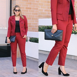 Paulina Mo -  - Suited